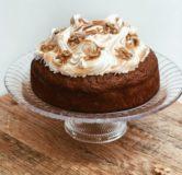 Wortel-walnoot taart met meringue topping