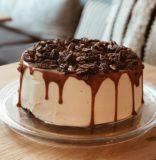 Sticky toffee pecannoten taart